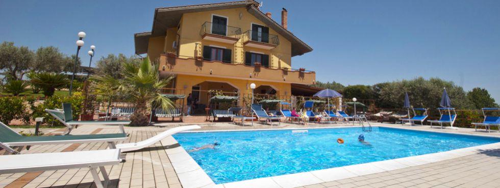 Agriturismo la collinetta albanella maneggio parco giochi piscina vacanze in pieno relax - Agriturismo in campania con piscina ...